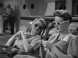 Bette Davis knitting 5