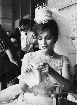 Gina_lollobrigida_knitting_leo_fu_2